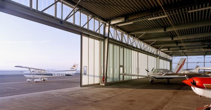 Flughafen Dortmund Blick Aus Dem Hangar